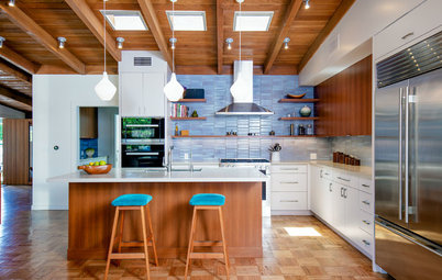 Houzz Tour: A Midcentury Modern House Opens Up