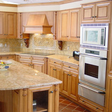 Traditional Kitchen by Kitchens and Baths by Curio