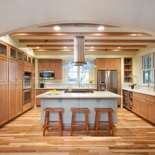 Open Concept Kitchen Mid Sized Traditional U Shaped Medium Tone Wood Floor