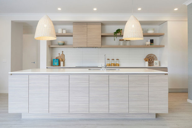 Beach Style Kitchen by JG King Homes