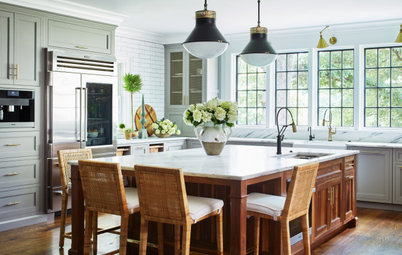 Kitchen of the Week: Bright, Elegant and Party-Friendly