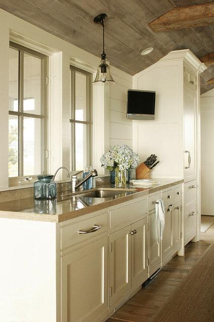 Farmhouse Kitchen by Shelter Interiors llc