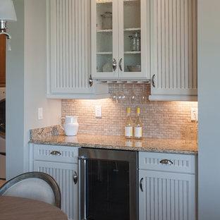 Esempio di una cucina country di medie dimensioni con lavello a doppia vasca, ante a persiana, ante bianche, top in marmo, paraspruzzi beige, paraspruzzi con piastrelle in pietra, elettrodomestici in acciaio inossidabile e pavimento in vinile