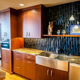 ポートランドの大きいエクレクティックスタイルのおしゃれなII型キッチン (エプロンフロントシンク、フラットパネル扉のキャビネット、中間色木目調キャビネット、御影石カウンター、黒いキッチンパネル、大理石の床、シルバーの調理設備の、コルクフローリング、紫のキッチンカウンター) の写真