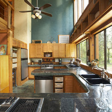 Rustic Kitchen by Vacation Home Builders