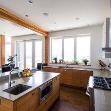 Contemporary Kitchen by EuroLine Windows Inc.