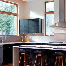 Modern Kitchen by Maza Interior Design
