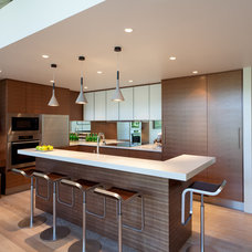 Contemporary Kitchen by Schreyer Construction Ltd.