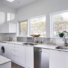 Modern Kitchen by Handwerk Interiors