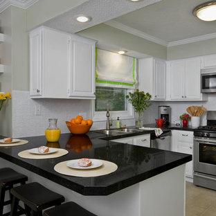 Traditional kitchen designs - Elegant kitchen photo in Atlanta