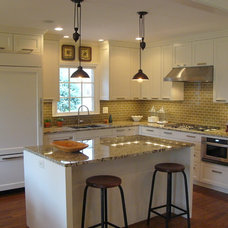 Traditional Kitchen by DeRhodes Construction