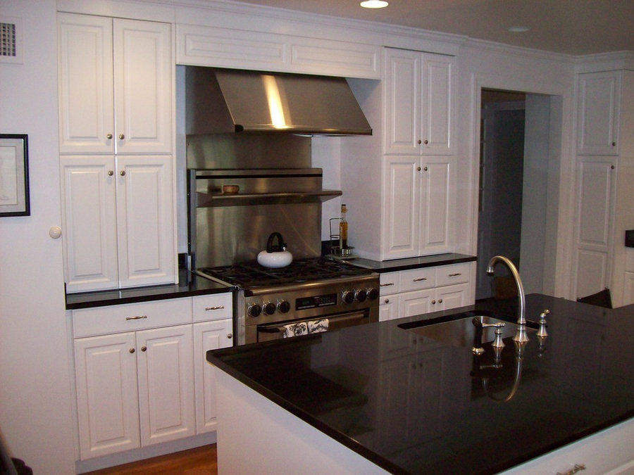 Traditional White Kitchen Cabinetry - Sandell Cabinets Inc.