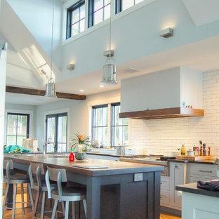 ポートランド(メイン)のトラディショナルスタイルのおしゃれなキッチンの写真