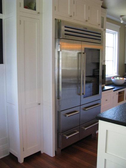 Craftsman Kitchen by Wesley Ellen Design & Millwork