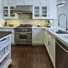 traditional kitchen by Andre Rothblatt Architecture