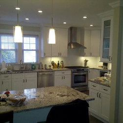 White Kitchen Cabinets | Ice White Shaker Door Style | Kitchen Cabinet Kings -