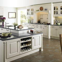 traditional kitchen cabinets by Foshan Yubang Furniture Co., Ltd.
