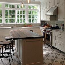 Farmhouse Kitchen by Villa Lagoon Tile