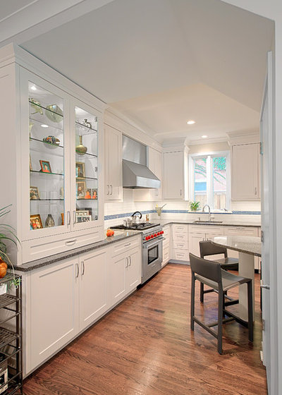 Transitional Kitchen by Benvenuti and Stein
