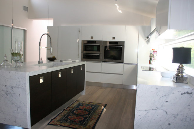Modern Kitchen by See Construction
