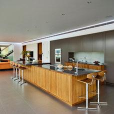 Modern Kitchen by Dyer Grimes Architecture