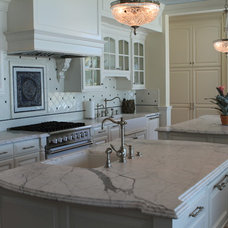 Traditional Kitchen by PACIFIC STONEWORKS INC