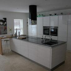 Modern Kitchen by Studio 3 kitchens