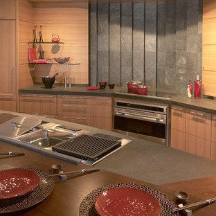 ボストンの中サイズのアジアンスタイルのおしゃれなキッチン (アンダーカウンターシンク、フラットパネル扉のキャビネット、淡色木目調キャビネット、コンクリートカウンター、グレーのキッチンパネル、セメントタイルのキッチンパネル、シルバーの調理設備の、リノリウムの床) の写真