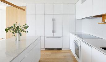 White / Oak Apartment - Kitchen