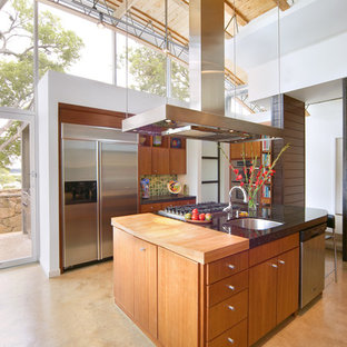 Modern kitchen inspiration - Inspiration for a modern kitchen remodel in Dallas with stainless steel appliances