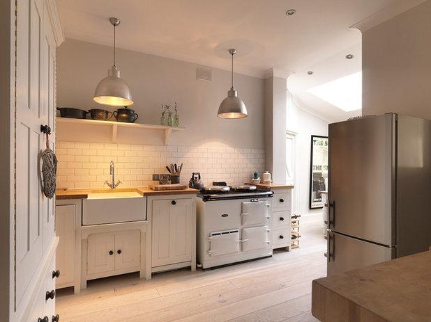 Scandinavian Kitchen by Hitt Oak Ltd