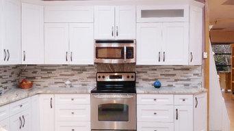 White Shaker Cabinet with Brown Fantasy Quartzite