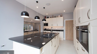 White Shaker Style Kitchen with Island