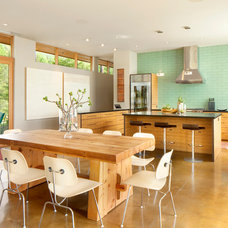 Contemporary Kitchen by CTA Architects Engineers