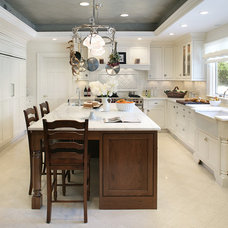 Traditional Kitchen by Decor Island