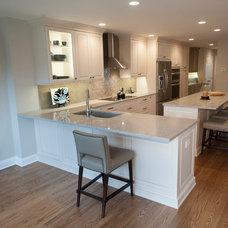 Transitional Kitchen by Pine Street Carpenters & The Kitchen Studio
