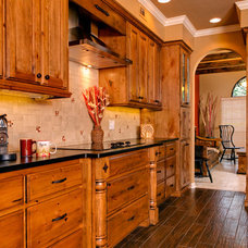Traditional Kitchen by KM Builders
