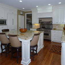 Traditional Kitchen by Elite Custom Builders, LLC.