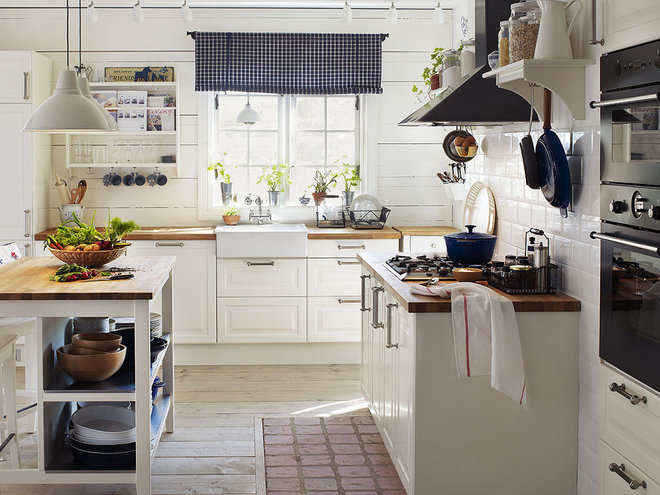 Traditional Kitchen by Kitchens Squared