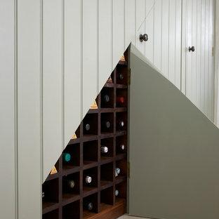 ウエストミッドランズのシャビーシック調のおしゃれなワインセラーの写真