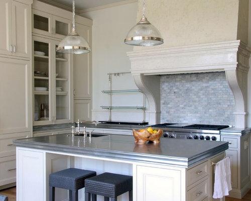 cuisine avec un lectrom nager encastrable et un plan de travail en zinc photos et id es d co. Black Bedroom Furniture Sets. Home Design Ideas