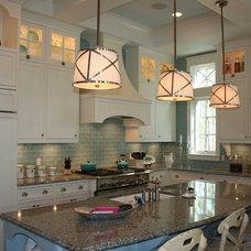 beach style kitchen by Geoff Chick & Associates