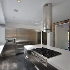 Contemporary Kitchen by DLFstudio