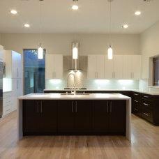 Modern Kitchen by Modern Custom Homes, LLC