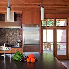 Modern Kitchen by WA design