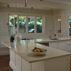 Traditional Kitchen by Melissa Treadgold  Architect, Sydney, Australia