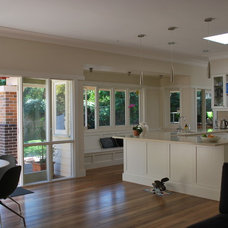 Traditional Kitchen by Melissa Treadgold  Architect, Sydney, Australia