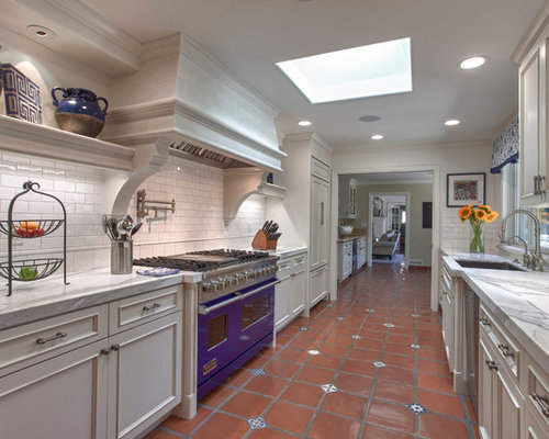 Traditional galley enclosed kitchen design ideas remodel for Traditional galley kitchens