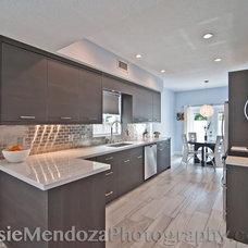 Modern Kitchen by Rosie Mendoza Photography