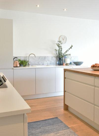 Modern Kitchen by EB Interiors